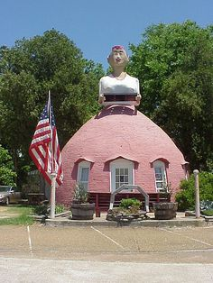 Mammy's Cupboard restaurant in Natchez, Mississippi; originally built as a gas station in 1940.