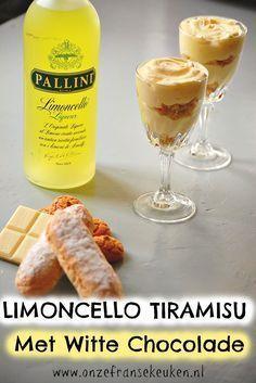Limoncello tiramisu met witte chocolade. De kruimlaagjes maak ik van lange vingers en amarettikoekjes. Een héél leuk kerstdessert