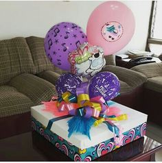 Candy Bouquet, Balloon Bouquet, Balloon Decorations, Birthday Decorations, Creative Crafts, Diy And Crafts, Weird Gifts, Sweet Box, Diy Gift Box