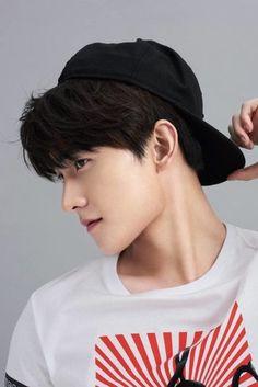Asian Actors, Korean Actors, Yang Yang Actor, Intense Love, Female Character Inspiration, Myungsoo, Chinese Man, Love Actually, Female Characters