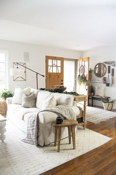 The hygge movement of intentional coziness is in full swing! On the blog Im sharing cozy living room ideas that you can incorporate on a budget!  | 7M Woodworking loves sharing tips for woodworking projects DIY & rustic interior design alongside wood home decor ideas, unique handmade wooden tables, reclaimed barn beam lightning, restaurant lighting and commercial lighting, and other woodworking projects. Check out www.7mwoodworking.com (312) 545-0331