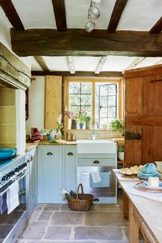 Real home transformation: A 17th-century thatched cottage renovation | Real Homes