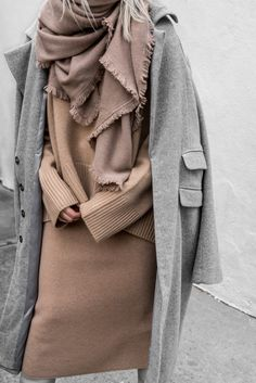 Perfect camel and grey outfit, cozy layers, street style outfit… Womens Fashion Online, Latest Fashion For Women, Winter Wear, Autumn Winter Fashion, Winter Style, Look Fashion, Fashion Outfits, Fashion Trends, Fashion Inspiration
