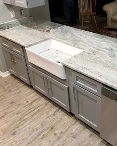 Fantasy Brown countertop is all we need for the inspiration of the day. Enhance your kitchen with a farmhouse sink and its classic style.  Looking to renovate your space? We are open! Contact us at info@invictosusa.com and we will send you a free estimate! White Cabinets White Countertops, Brown Granite Countertops, Light Gray Cabinets, Shaker Cabinets, Rustic Kitchen, New Kitchen, Kitchen Counters, Kitchen Ideas, Kitchen Decor