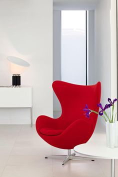 The Egg Chair by Arne Jacobsen :: 1958 :: for the Radisson SAS hotel in Copenhagen, Denmark Home Design Decor, Diy Home Decor, House Design, Interior Design, Cheap Dining Room Chairs, Ikea Chairs, Chair Design, Furniture Design, Garden Chairs