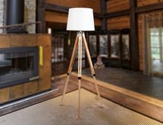 Extravagante Stehlampe TRES