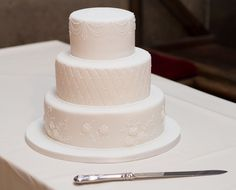 Clean White Wedding Cake Velvet Cake, Red Velvet, Yummy Cupcakes, Celebration Cakes, Make It Simple, Special Occasion, Wedding Cakes, Sweet Treats, Baking