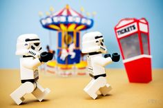 Storm Troopers get a Day Off at Coney Island! Star Wars Art, Legos.