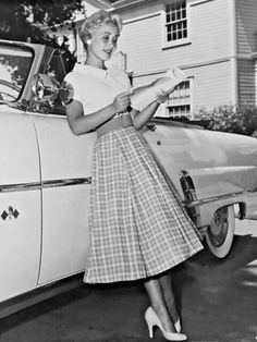 Lover of old hollywood and anything vintage. Hollywood Glamour, Old Hollywood, Hollywood Actresses, Classic Hollywood, 1950s Fashion, Vintage Fashion, Jane Powell, Black And White Picture Wall, Classic Actresses