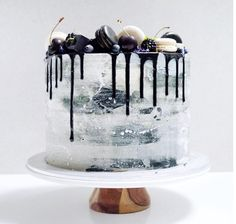 Drip Cakes have become a huge trend for wedding and events. Take a look at some of the best drip cakes the internet has to offer!