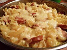 Zapečena tjestenina s hrenovkama. http://njamnjam.co/tjestenina-hrenovkama-356/