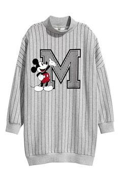 H&M Oversized sweatshirt: Oversized top in sweatshirt fabric with a print motif, dropped shoulders, long sleeves and pockets in the side seams. Ribbed turtle neck, cuffs and hem.