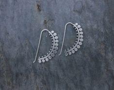 Earrings : Sunflower Hooks Large by sb jewelry on etsy Jewelry Art, Silver Jewelry, Jewelry Accessories, Fine Jewelry, Jewelry Design, Jewelry Making, Chanel Jewelry, Jewellery, Indian Jewelry