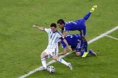 Lionel Messi led Argentina to a victory over Bosnia-Herzegovina in their Group F match-up, including scoring the second FIFA World Cup goal of his career. Messi 10, Barcelona Football, Fc Barcelona, Soccer Fans, Soccer Players, Soccer Stuff, World Cup 2014, Fifa World Cup, Messi Argentina