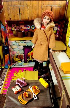Barbie 1972 Vintage Barbie Mountain Ski Cabin Folding Playset with Acc