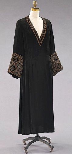 1927 Evening Dress  http://www.pinterest.com/rachelhlavac/i-dont-care-i-love-it-2-vintage/