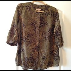 Banana Republic Patterned Blouse Super cute & comfy Banana Republic olive green patterned blouse. 3/4 length sleeves. Hidden button front closure. Gold button detail at collar and cuffs. Minor wear under the arms but otherwise great condition. Looks great with my black skin ankle jeans and wooden bangles! Banana Republic Tops Blouses