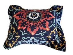 Almohadón Matilda. Lona Brasilera mandalas. Detalle en raviol. Medidas 40x50