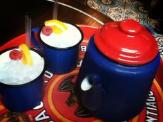 Revolucion de Cuba: Rum cocktail in a teapot!