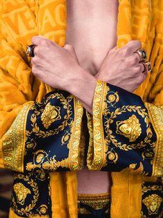Who doesn't ❤ Baroque? Cross off the Versace bathrobe from their wish list #VersaceHome #VersaceHolidays Shop Versace bathrobes: https://goo.gl/sEbq19