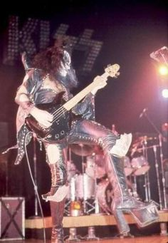 Photobucket - Photo and image hosting, free photo galleries, photo editing. Gene Simmons Kiss, Eric Carr, Vintage Kiss, Kiss Pictures, Best Kisses, Love Gun, Kiss Band, Ace Frehley, Hot Band