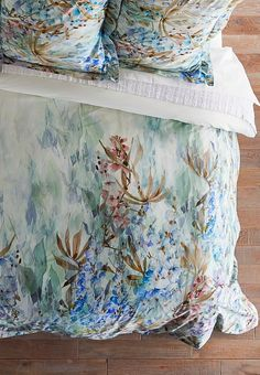 A dreamy watercolor print and soft pickstitched texture immerse the senses in serenity. Our Matisse Duvet Cover is digitally printed on cool percale, while the Matelassé Coverlet is stonewashed for homespun warmth.