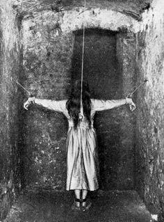 Restraints in mental hospital Creepy Scary Horror Terror Mental Asylum, Insane Asylum, Photo Vintage, Vintage Photos, Vintage Photographs, Photo Truquée, Creepy Photos, Haunting Photos, Photoshop