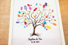 Arbre à empreintes colorées. Pour une fête de famille, un anniversaire, un départ à la retraite... Penser à inscrire le prénom au dessous de chaque empreinte. Beau souvenir... Baby Shower Signs, Baby Shower Games, Baby Boy Shower, Bebe Shower, Blog Bebe, Diy And Crafts, Crafts For Kids, Diy Bebe, Baby Shower Printables