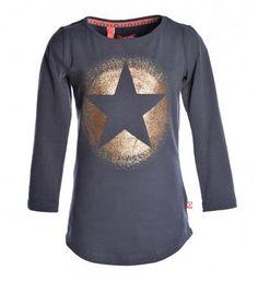 Like Flo t-shirt met 7/8 mouwen en een sterprint aan de voorzijde. Deze tee komt uit de Like Flo express collectie, om alvast een beetje in de voorjaarsstemming te komen! Blauw - NummerZestien.eu