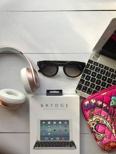 Brydge Keyboard gave me the freedom + flexibility to complete my work while driving shotgun, on a flight ,or in my parked car waiting for Kiddo. The ultimate travel blogger accessory: @Brydge Keyboards. No need to deal with the hassle of a laptop at the airport!  AD  http://jetsetfam.com/travel-blogger-stays-organized/ brydgekeyboards