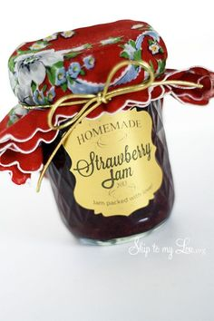 --homemade strawberry preserves with only three ingredients! This simple recipe is sweetened with grape juice and tart apples add the pectin! Strawberry Jam Recipe Strawberry Jam Recipe This simple recipe is Homemade Strawberry Jam, Strawberry Jam Recipe, Strawberry Preserves, Homemade Gifts, Homemade Ketchup, Jam Recipes, Canning Recipes, Inexpensive Birthday Gifts, Printables