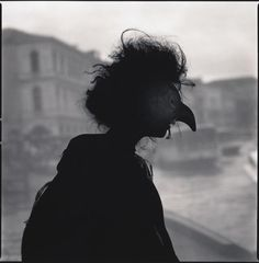 """© Hiroshi Watanabe, """"Marta Marchi as Strega (Silhouette)"""", série """"Comedy of Double Meaning"""", Venise, 2010."""