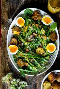 Wild Greens and Sardines : Puntarelle Salad with Duck Eggs, Potatoes & Bacon Egg Recipes, Pork Recipes, Great Recipes, Salad Recipes, Cooking Recipes, Favorite Recipes, Healthy Recipes, Healthy Meals, Healthy Eating