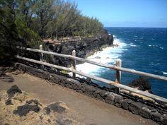 Je vous emmène découvrir mes endroits préférés à La Réunion en faisant le tour de l'île par les régions côtières et ses plages !