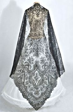 Chantilly lace shawl 1860s