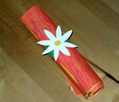 Serviettenring aus Karton mit Blume basteln