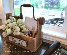 Funky Junk Interiors: The junk style one board tool box build Tool Box Diy, Old Tool Boxes, Wood Tool Box, Wooden Tool Boxes, Wood Boxes, Small Woodworking Projects, Wood Projects, Funky Junk Interiors, Licht Box