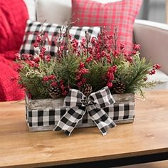 DIY: How to Make Your Own Silver Christmas Table Wreath - The Trending House Silver Christmas, Plaid Christmas, Christmas Home, Christmas Wreaths, Christmas Villages, Buffalo Check Christmas Decor, Victorian Christmas, Father Christmas, All Things Christmas