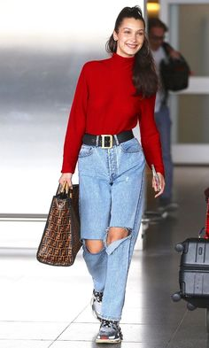 The 2019 Way to Dress for the Airport—and the One Piece to Skip Stylish airport outfit ideas: Bella Hadid 80s Fashion, Look Fashion, Fashion Models, Fashion Outfits, Models Style, Celebrities Fashion, Fashion Vintage, Petite Fashion, Fashion History