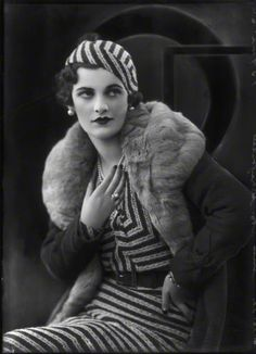 Love the pattern. Fabric looks like my vintage cream summer dress. Margaret Campbell, Duchess of Argyll looking like she just stepped out of a fashion show (photograph by Bassano, 1932). #vintage #1930s #fashion