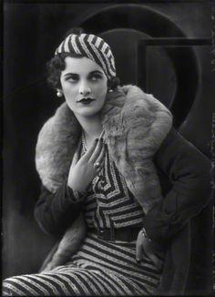 (Ethel) Margaret Campbell (née Whigham), future Duchess of Argyll, 4 October Photo: Bassano (National Portrait Gallery, London).look at those lips! Moda Vintage, Moda Retro, Vintage Dior, Vintage Glamour, Vintage Beauty, Vintage Vogue, Dress Vintage, 1930s Fashion, Retro Fashion