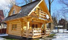 Ich weiß nicht woran das liegt, aber eine Blockhütte hat immer so eine gemütliche Ausstrahlung! Es erinnert mich eigentlich immer an den Winter und im Winter ist es oft gemütlich. Schauen Sie sich dieses Häuschen an: noch keine 28 m3 groß aber es sieht so kuschelig und gemütlich aus wenn Sie es von Innen sehen. …
