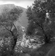 Δελφοί 1959, Nick Dewolf Ancient Ruins, Ancient Greece, Greek History, Great Photographers, Photo Archive, Archaeology, Old Photos, Europe, Sky