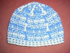 On my trip to Frankfurt I went by train. And here is another great pattern! It 's a two color train beanie.