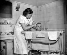 The stand-up, baby bath/changing table of the I was fascinated by the working of the drainage hose clamp. The stand-up, baby bath/changing table of the I was fascinated by the working of the drainage hose clamp. Photos Vintage, Vintage Photographs, Vintage Ads, Old Photos, Vintage Black, Weird Vintage, Vintage Display, Vintage Stuff, Vintage Signs