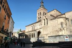 http://guias-viajar.com/ Iglesia románica de San Martín en el centro histórico de Segovia