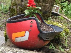 An innovative idea for a plant pot, in the Lot Valley.
