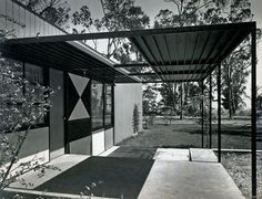 When two geniuses like Charles Eames and Eero Saarinen join, the result is the Case Study House no.