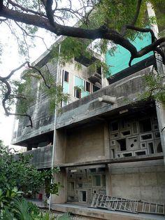 04136 - AHMEDABAD - Casa Shodan  (arq. LE CORBUSIER) by Adrián Mallol (AMiM), via Flickr