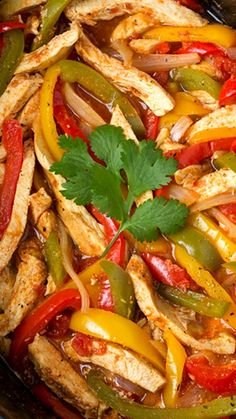 Slow Cooker Chicken Fajitas Recipe ~ So easy. cooking it in the slow cooker allows plenty of time to meld the flavors together and really sink into the chicken, and it leaves you with perfectly tender chicken every time. Slow Cooked Meals, Crock Pot Slow Cooker, Slow Cooker Chicken, Slow Cooker Recipes, Crockpot Recipes, Chicken Recipes, Cooking Recipes, Slow Cooker Fajitas, Grilled Chicken Fajitas